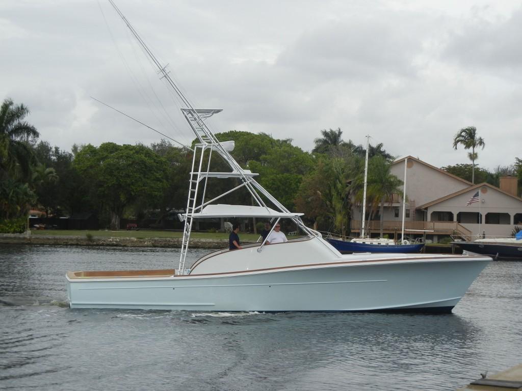 Pipewelders tuna tower on hull 1 release boatworks for Custom fishing boats